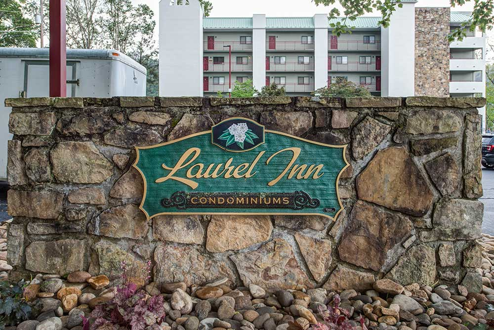 laurel inn condominiums sign